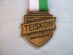 Teiskon Urheilijat mitali omalla suunnittelulla.